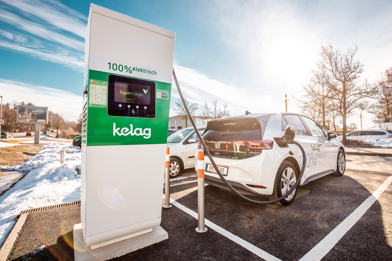Schnellladung mit Leistungen von 75 und 150 kW: Nach einer knappen halben Stunde ist der E-Auto-Akku 80 Prozent geladen.