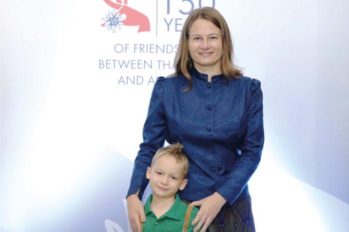 Mag.a Stephanie Jakobitsch, MA (41), aus Föderlach managt in der Österreichischen Botschaft in Bangkok (Thailand) leitend die Administrativen Angelegenheiten. Ihr Sohn Julian wächst mehrsprachig auf.Foto: Privat