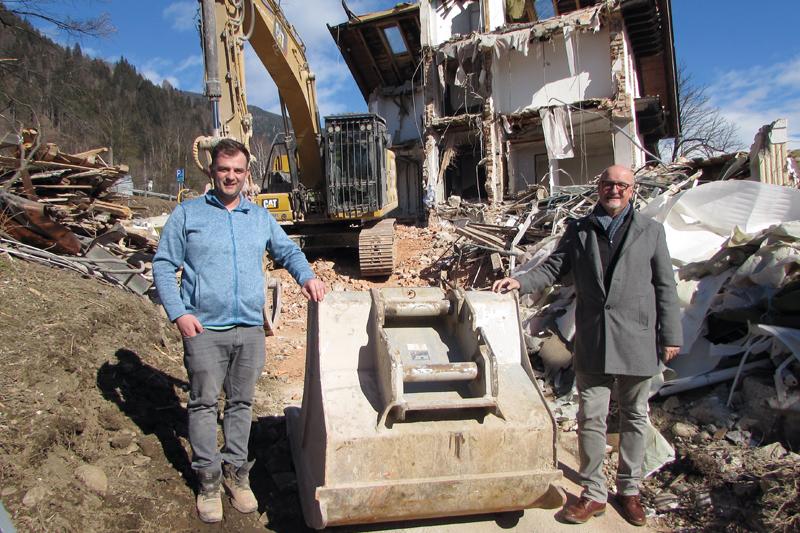 Bürgermeister Klaus Glanznig (rechts) und Bauleiter Emanuel Peinhopf (EAR GmbH) bei einem Lokalaugenschein.Foto: vif