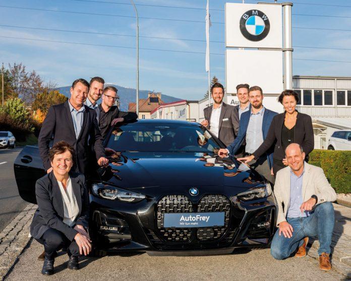 """Teamwork unter dem Motto """"Wir tun mehr"""": Die Villacher AutoFrey-Belegschaft steht für bestes Service und kundenorientierte Dienstleistung. Foto: AutoFrey"""